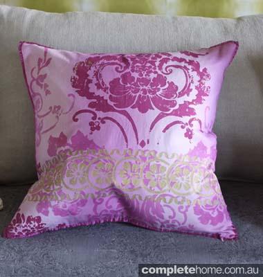 7 Kashgar Orchid 0779_Cushions