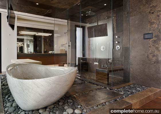 elegant_marble_bathroom
