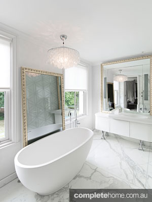 luxurious_free_standing_bath