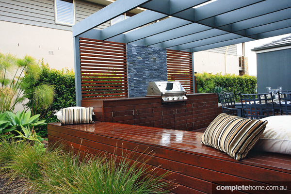 Modern outdoor entertaining space completehome - Modern outdoor furniture for small spaces design ...