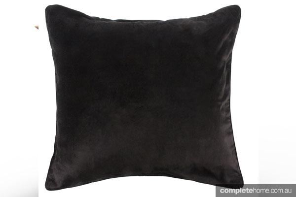 EDIT1235697---NIGELLA-BLACK