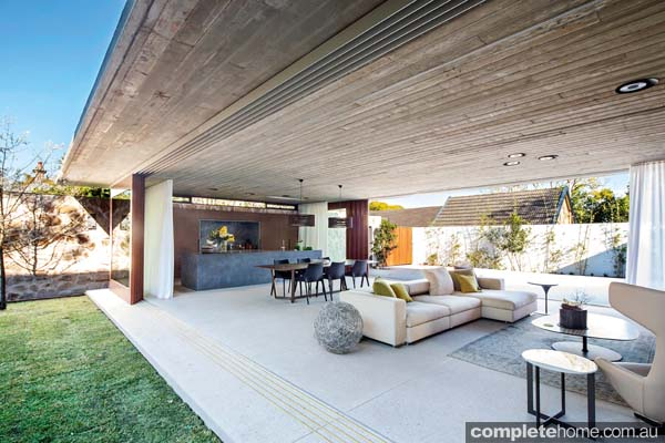 Grand designs australia hunters hill textural house for Grand home designs