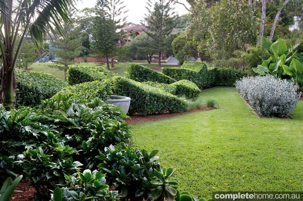 asymmetrical_garden_design