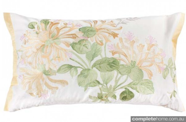 HONEYSUCKLE_EMBRIODERY_CUSHION