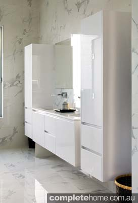 opulent_and_spacious_bathroom