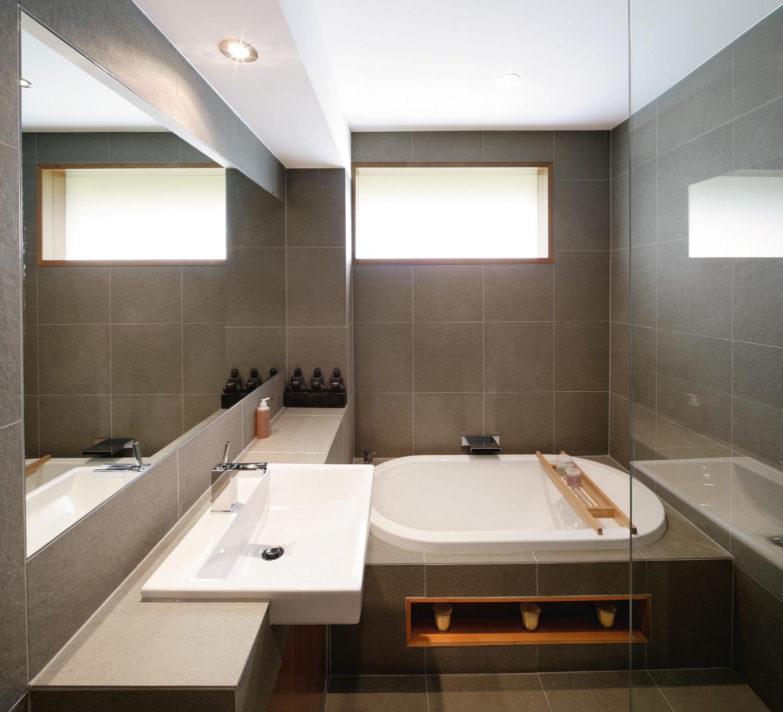 Contemporary bathroom renovation completehome for Contemporary bathroom renovations