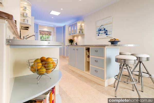With retro-style curved shelving and a capsule shaped bench, this functional and practical kitchen is a step back in time.