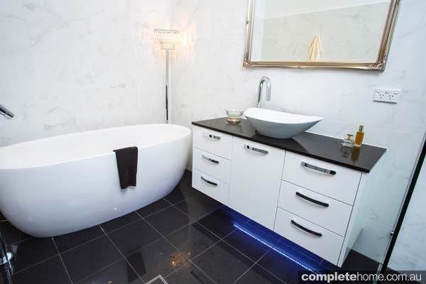 Art deco bathroom delight