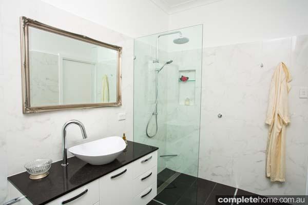 Art deco bathroom delight completehome for Queenslander bathroom designs