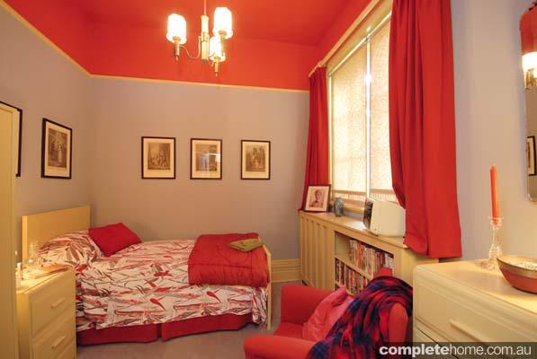 Single guest bedroom
