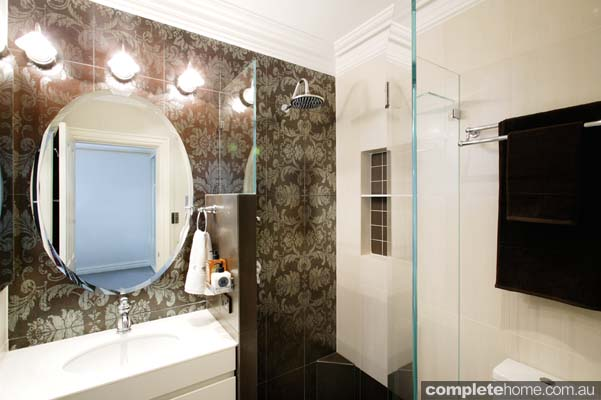This 1920s inspired bathroom may be small, but it certainly shows that a lot of wow can come from a small space.