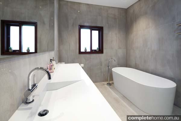 Using a minimalist design and neutral tones, this family bathroom has been completely rejuvenated.