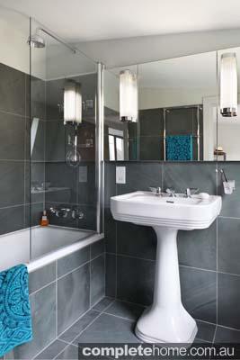 AJ_241_110 master bathroom