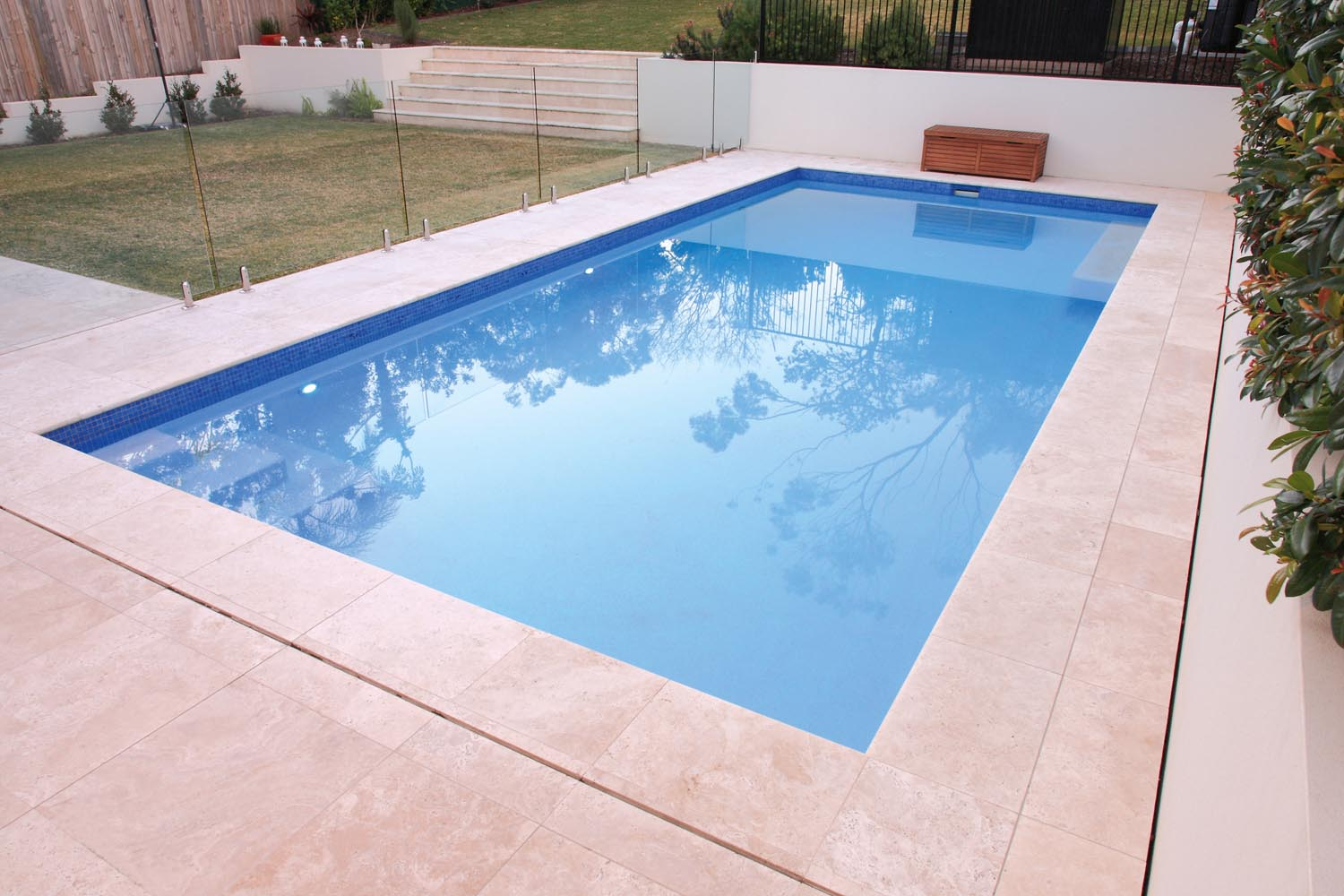 Simple and clean pool design