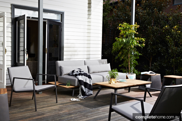 Calais: Beautiful bronze outdoor furniture