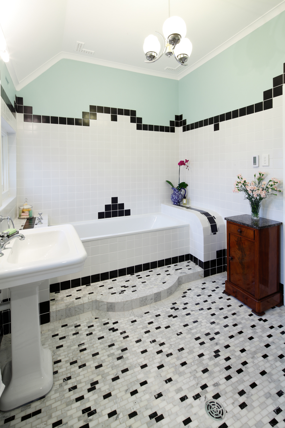 Real bathroom: Geometric class
