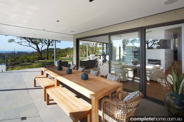 contemporary_outdoor_room