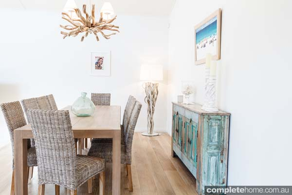 rustic_beach_style_dining_room