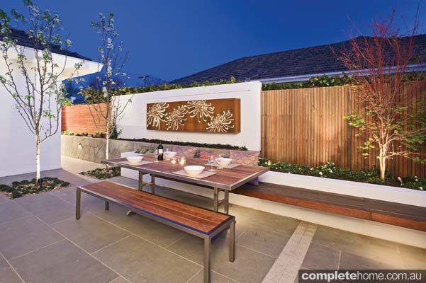 From courtyard to pool, these modern outdoor spaces guarantee a pleasing outlook