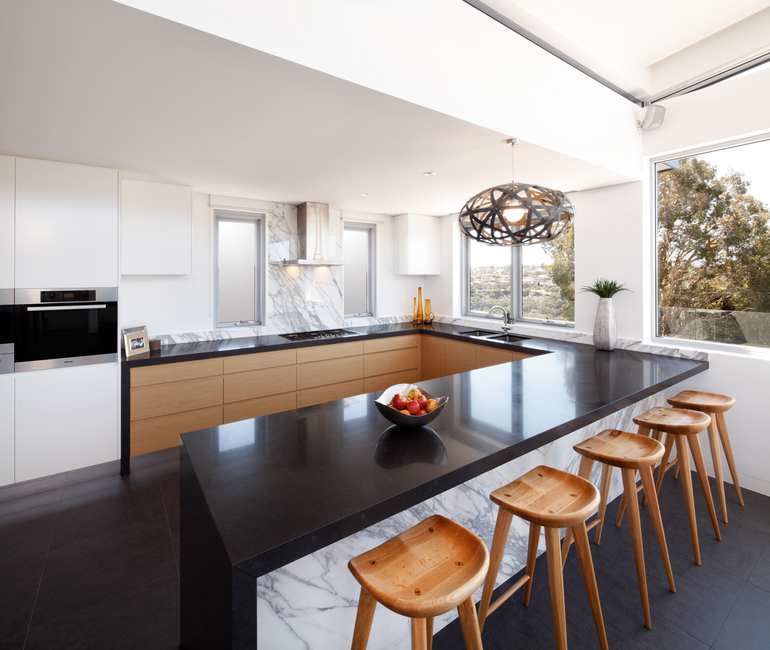 Kitchen triumph: combining textures and materials