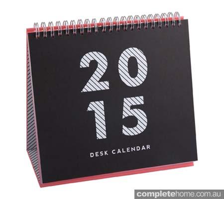 dated_2015_desk_calendar_bw_hero