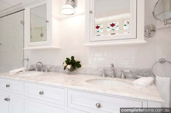 4-traditional-bathroom-marble-benchtop-600x398