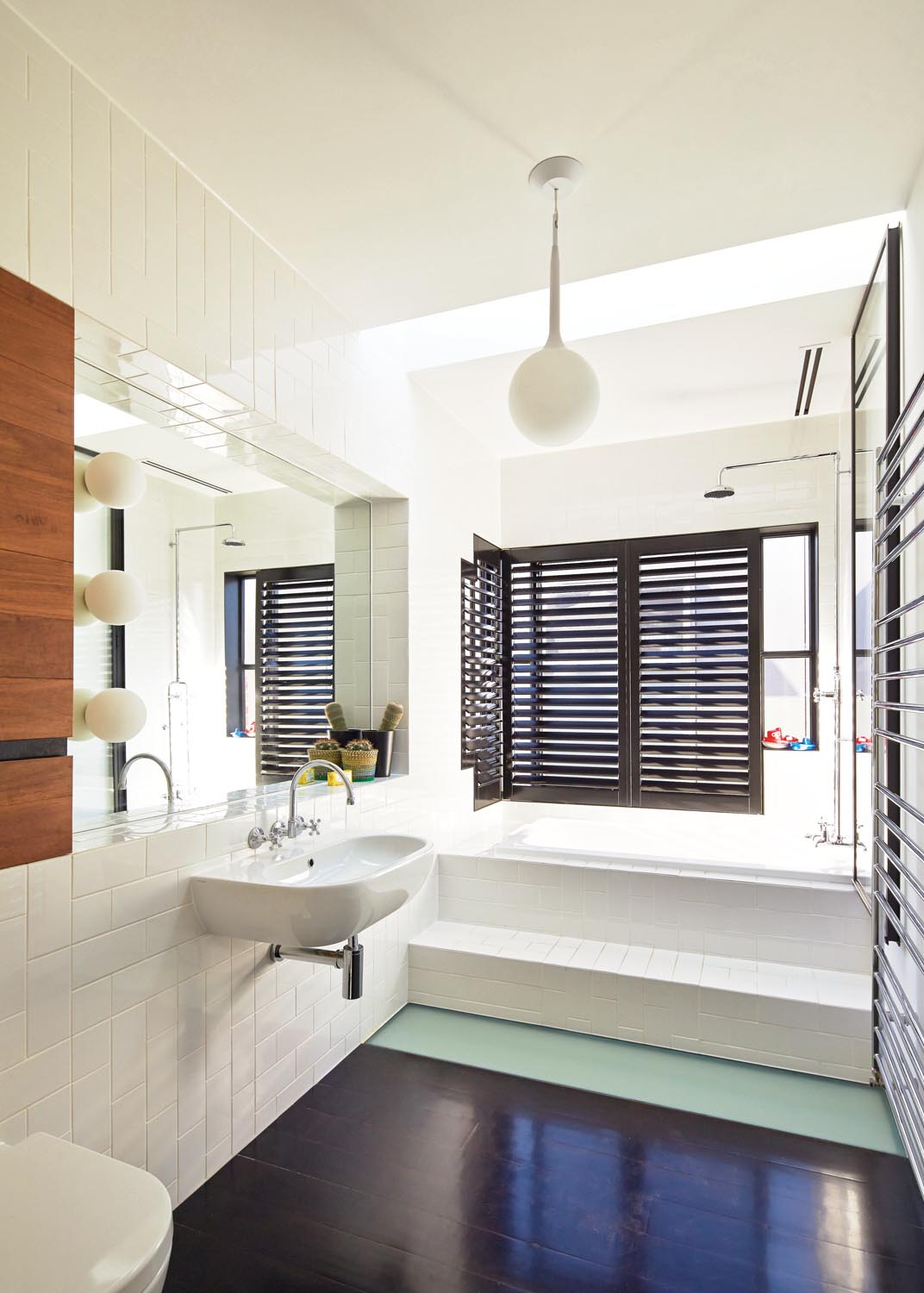 A modern bathroom is a simple but clean design for the home