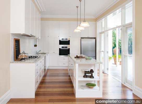 Modern country kitchen design completehome for Kitchen ideas modern country