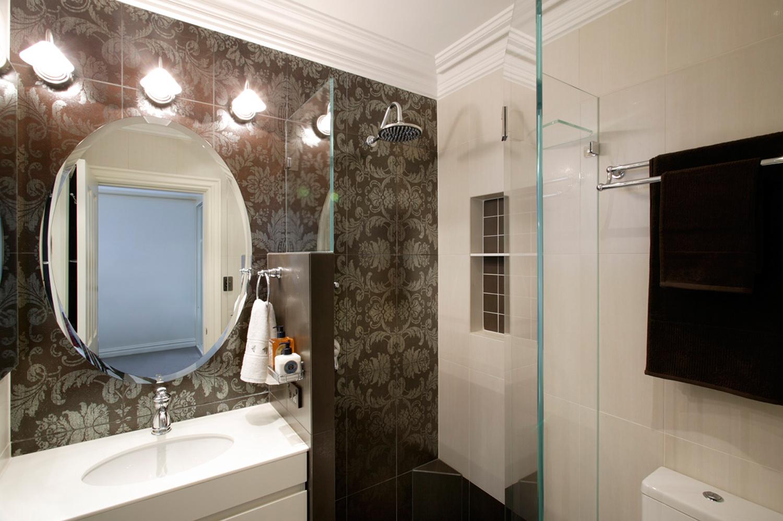 Bathroom design idea: Feature walls