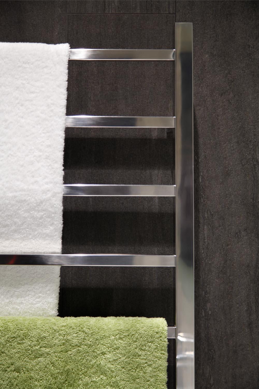Deep Illusion: Natural-toned bathroom design