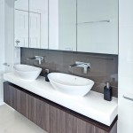 Modern grandeur: Contemporary bathroom