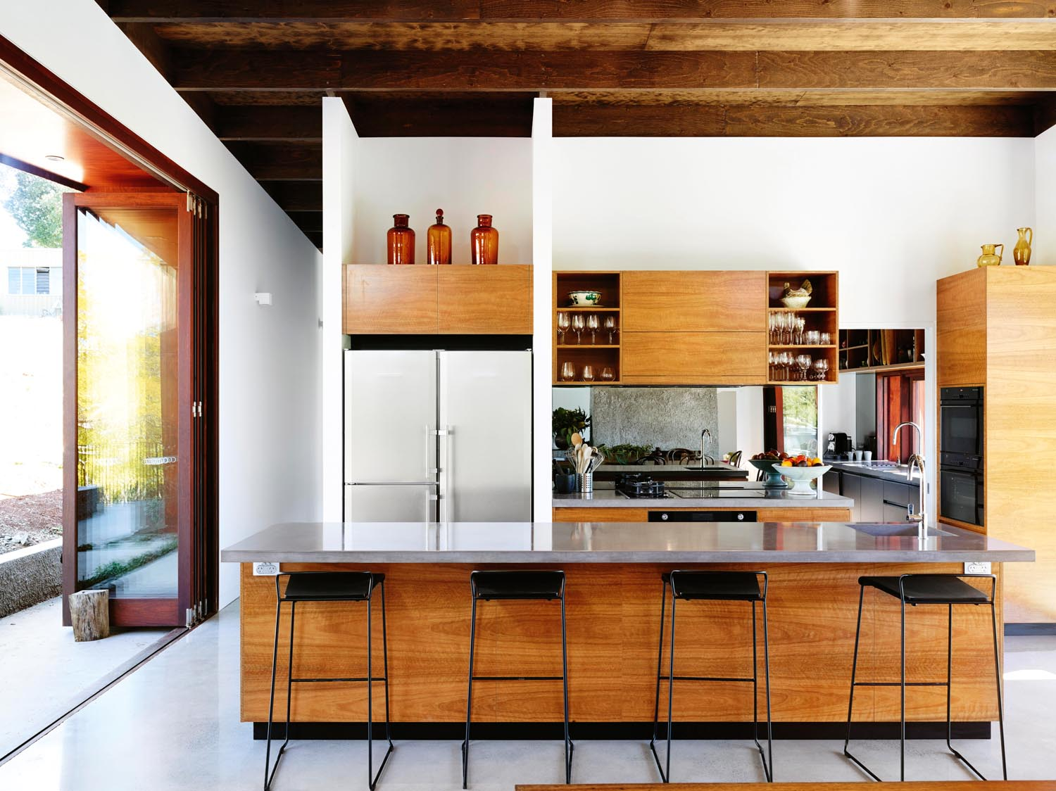Grand designs australia futuristic farmhouse completehome for Minimalist house grand designs