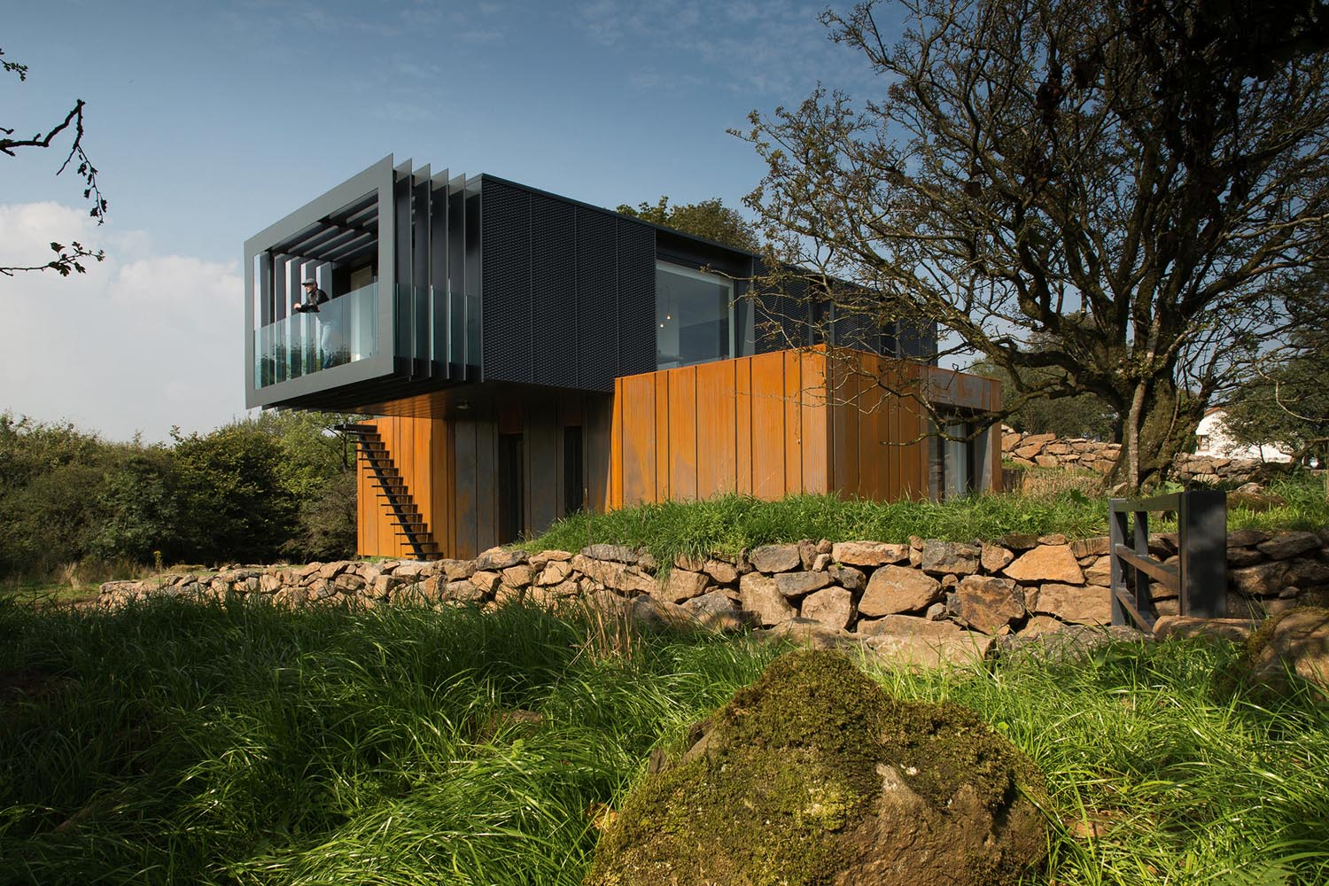 Grand designs county derry shipping container house for Grand design homes