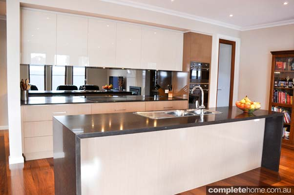 The glamour of gloss: Streamlined kitchen