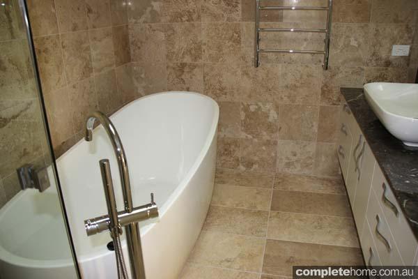 BHV046_Farm Houses of Australia_Hershey Heights - Bathroom