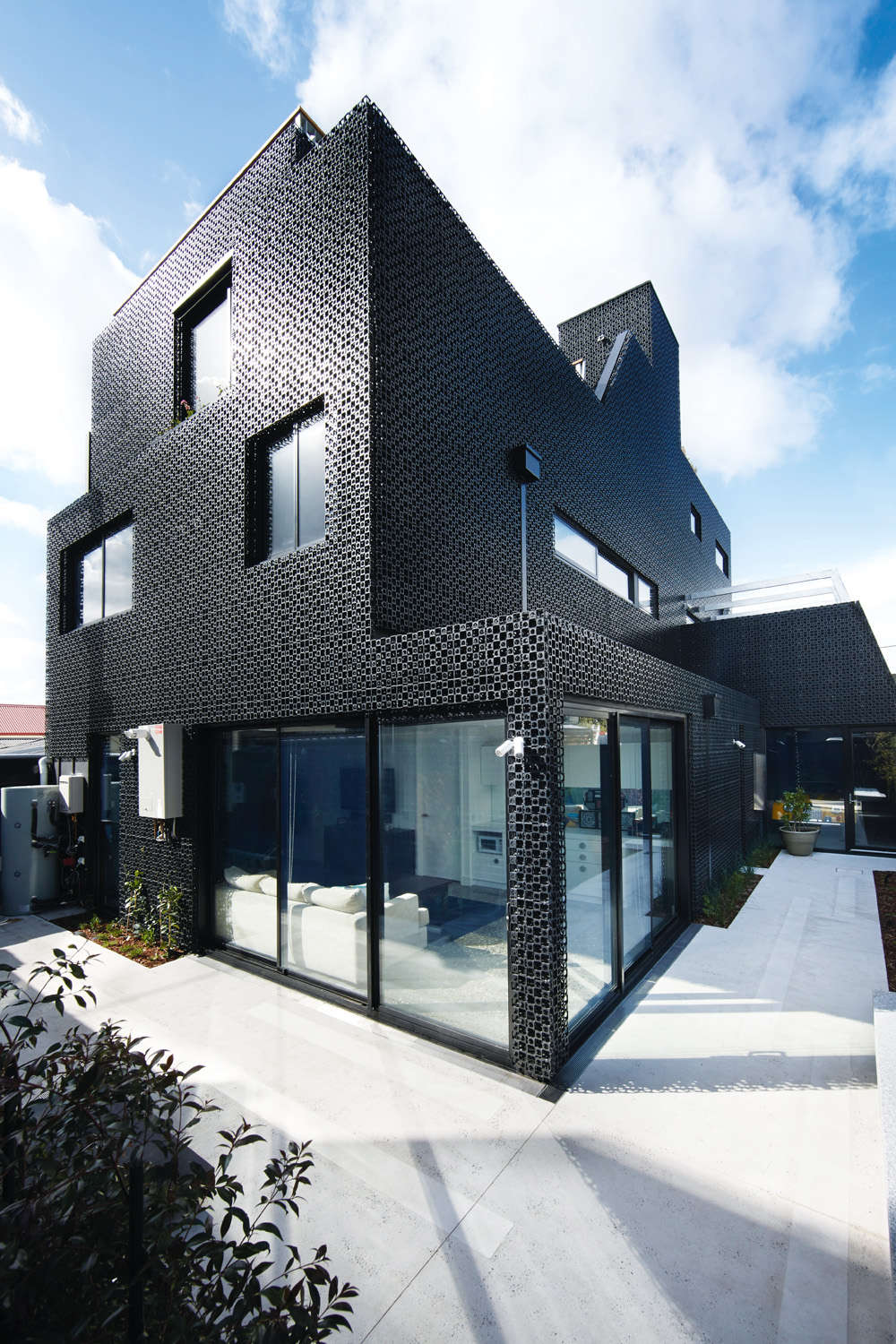Grand designs australia back in black completehome for Grand home designs
