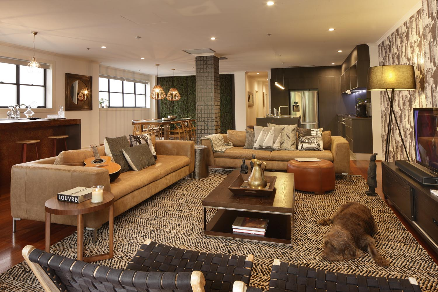 Expert tip: The striking contrast between the wallpaper and rug adds texture and drama to the space