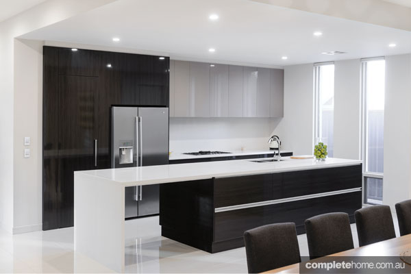 Contrasting A Dark Palette With White And High Gloss Finishes And Coupling  It With Different Levels, This Is A Modern And Dynamic Kitchen Design