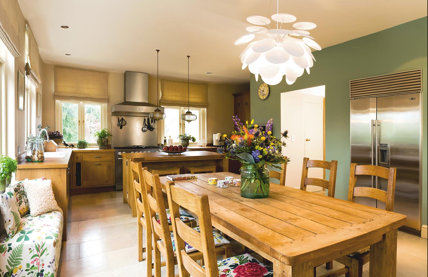 A subtle hint of floral is introduced to the country-inspired kitchen