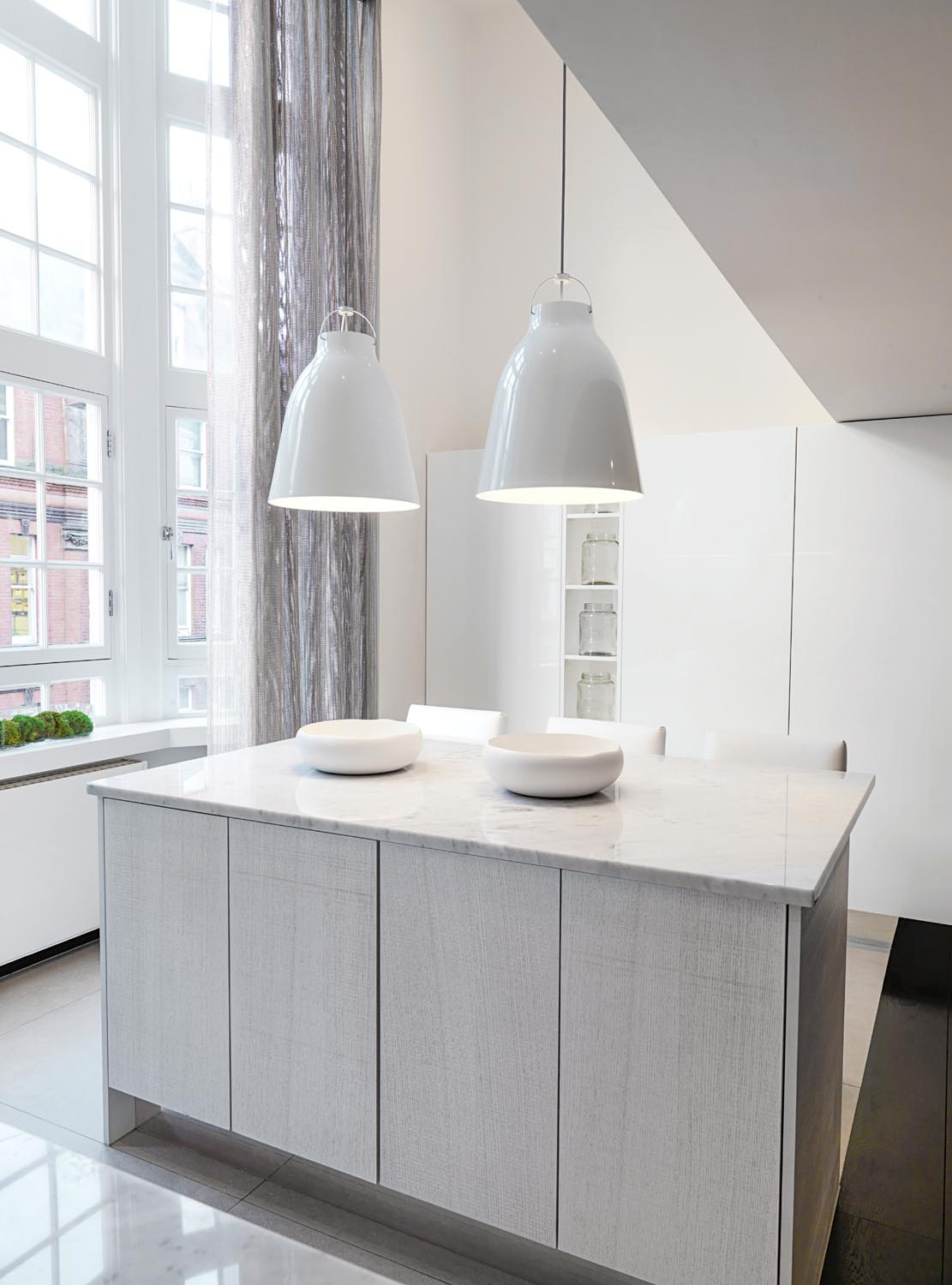 Hanging pendants are functional and beautiful to look at in a minimalist and classic kitchen