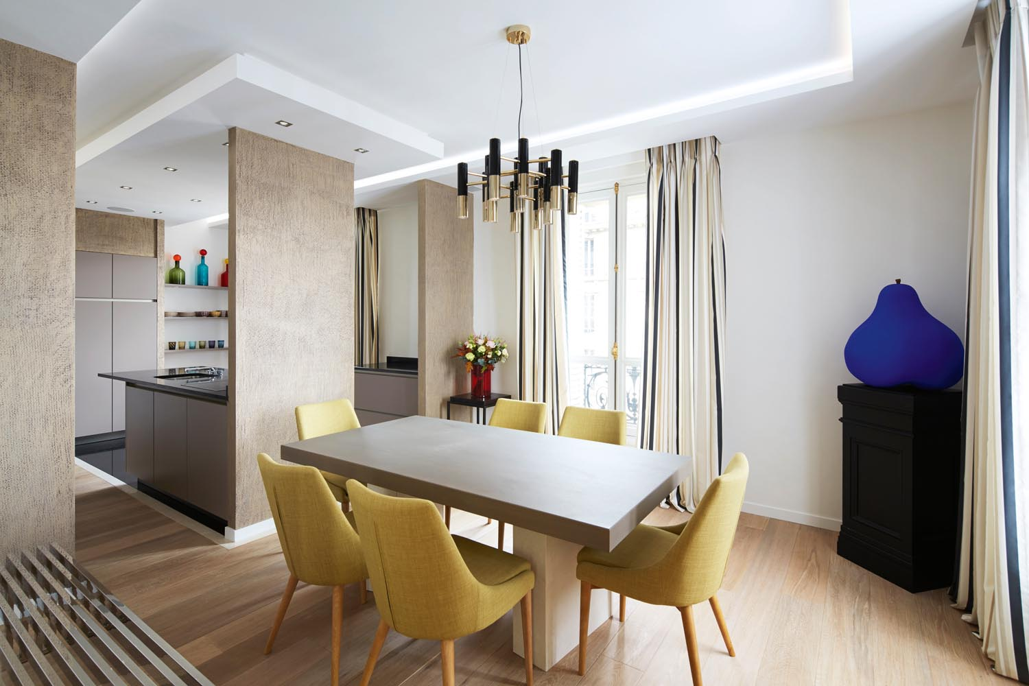 Straw-coloured chairs bring a natural element to the dining room