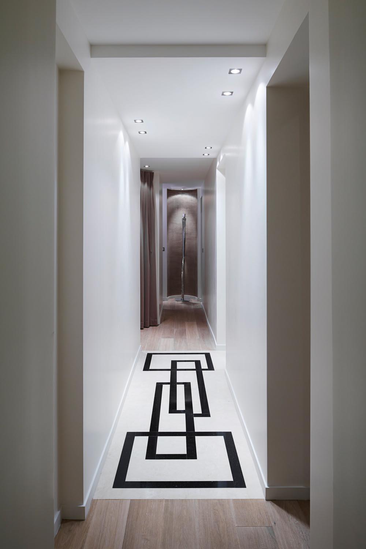 Real interior the big apple meets paris completehome - Decoration couloir entree maison ...