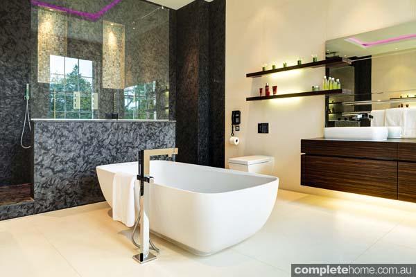 StGeorgesHill191 master bathroom