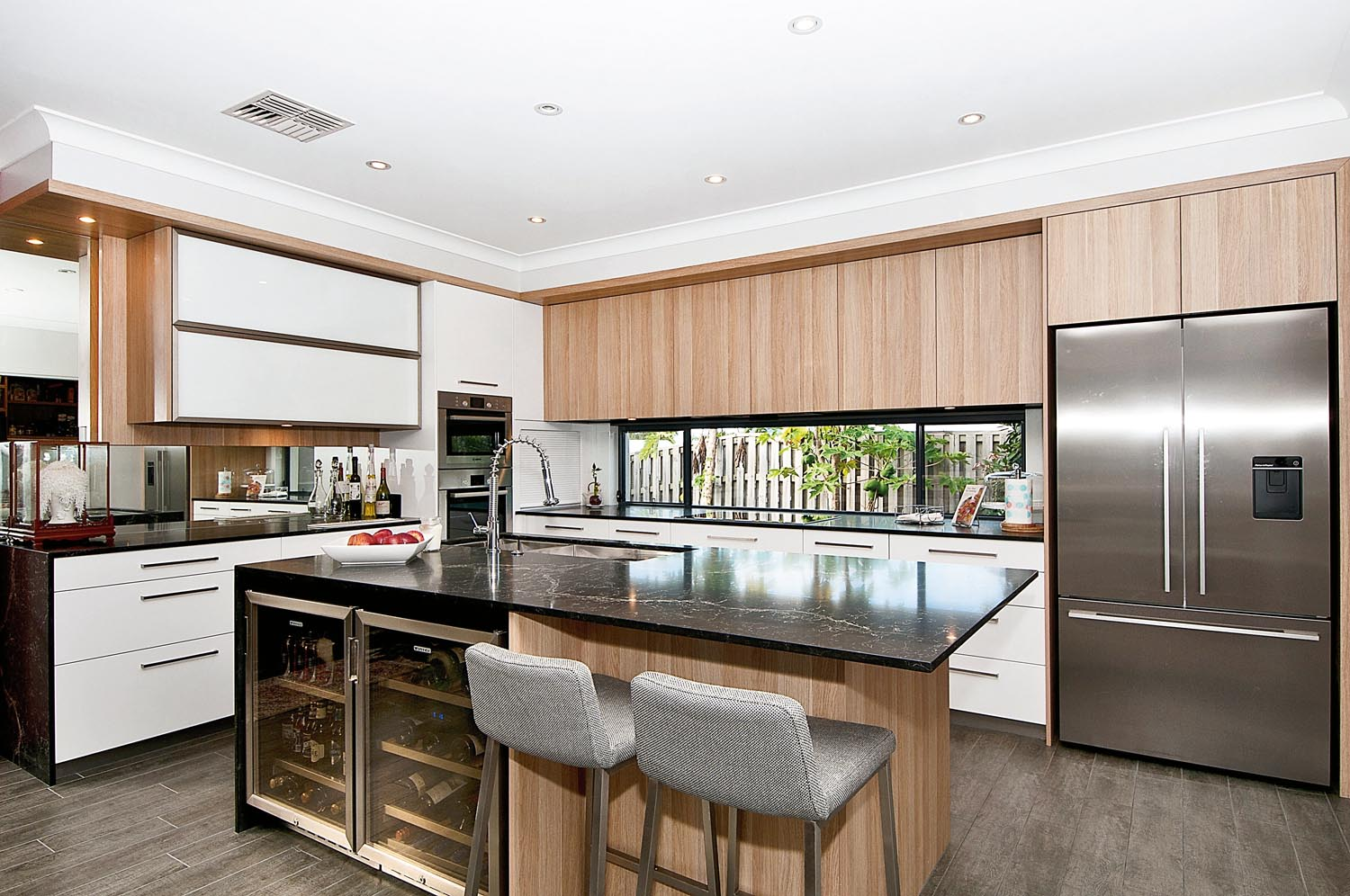 Neat and clean kitchen design completehome for Competitive kitchen designs