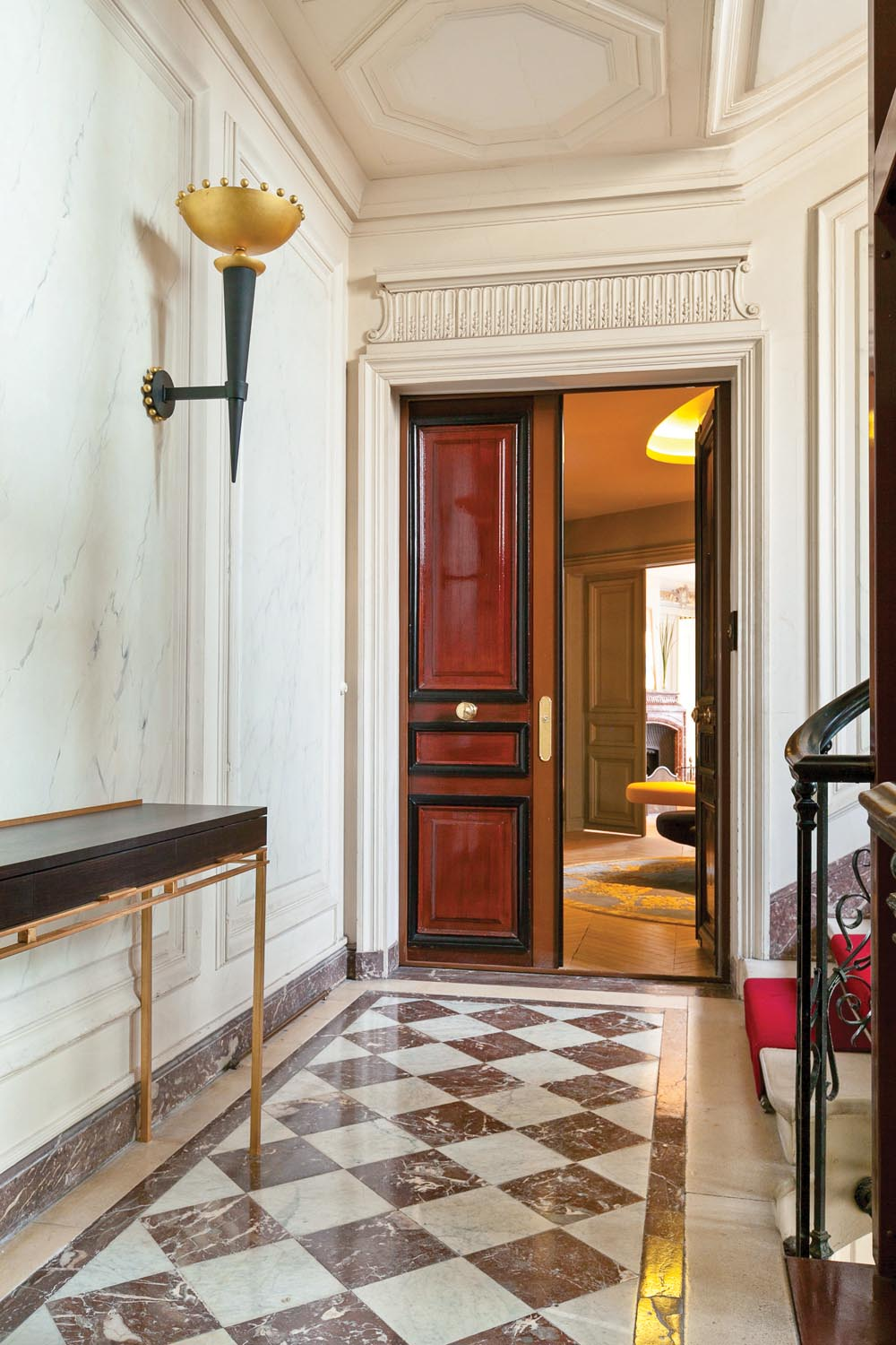 Artists were called upon to restore the traditional mouldings