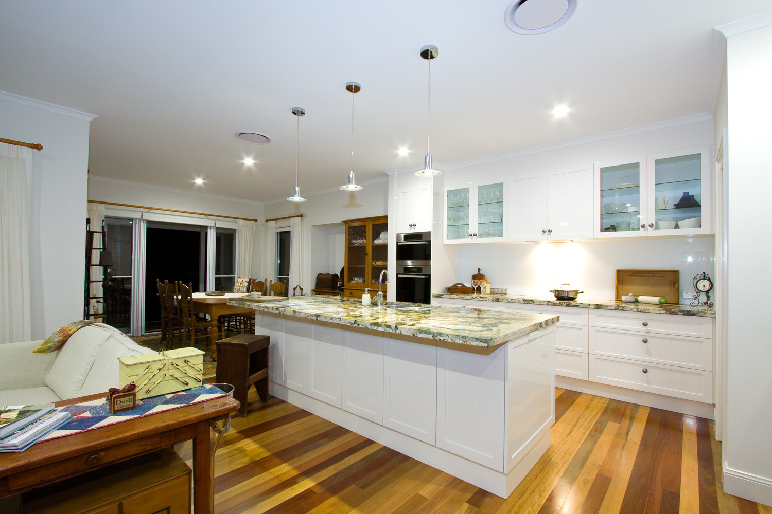 Mountain magnificence home design completehome for Kitchen ideas for queenslanders