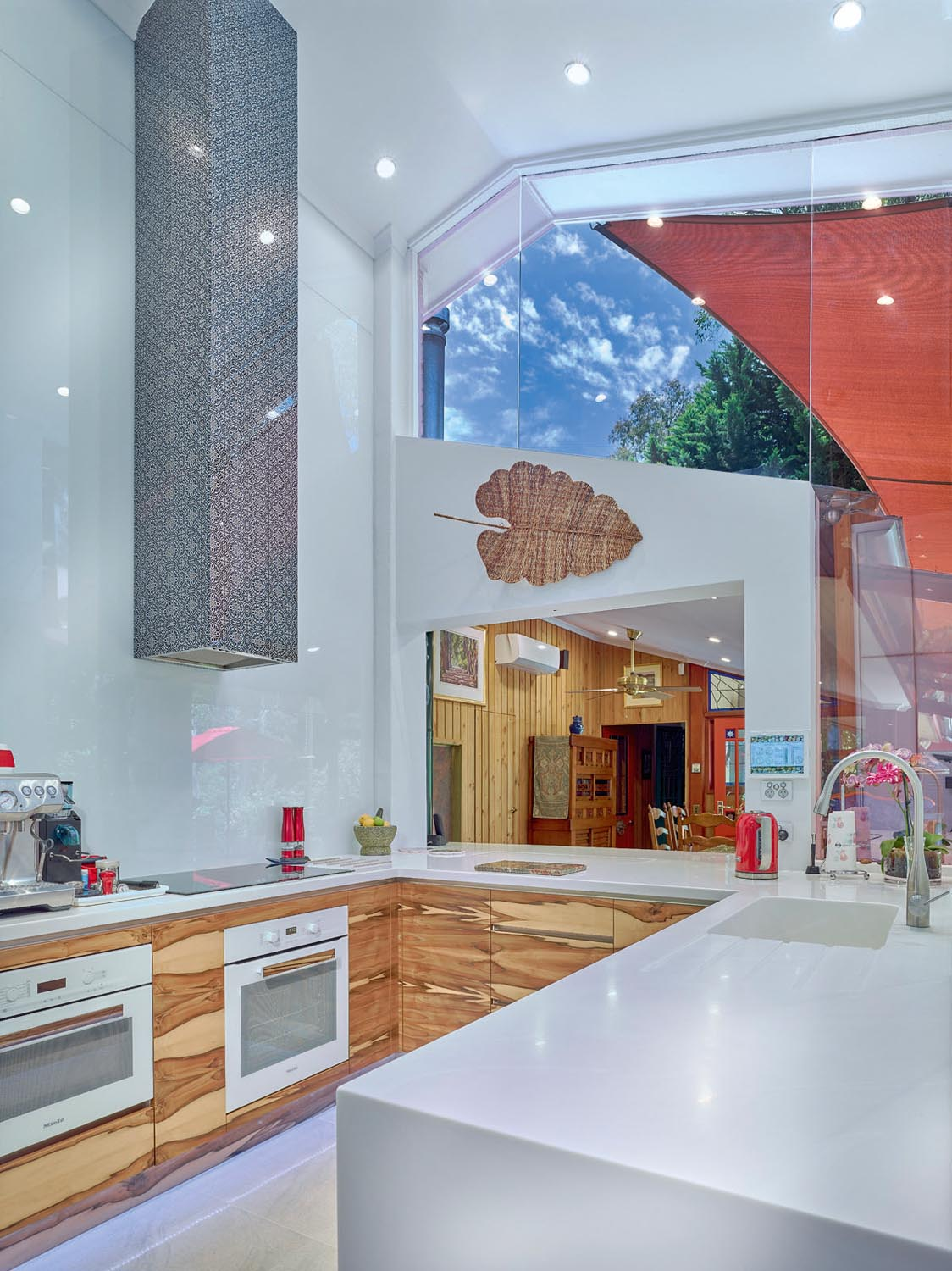 One of a kind: a modern kitchen - Completehome