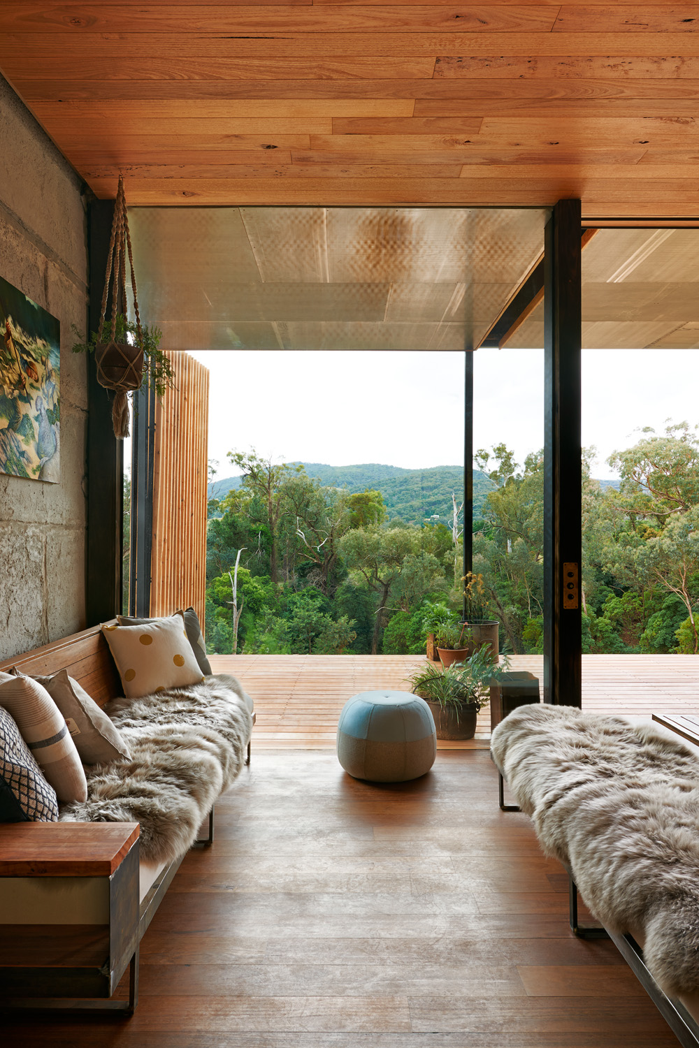 Grand designs australia yackandandah sawmill house for Australian home interior designs