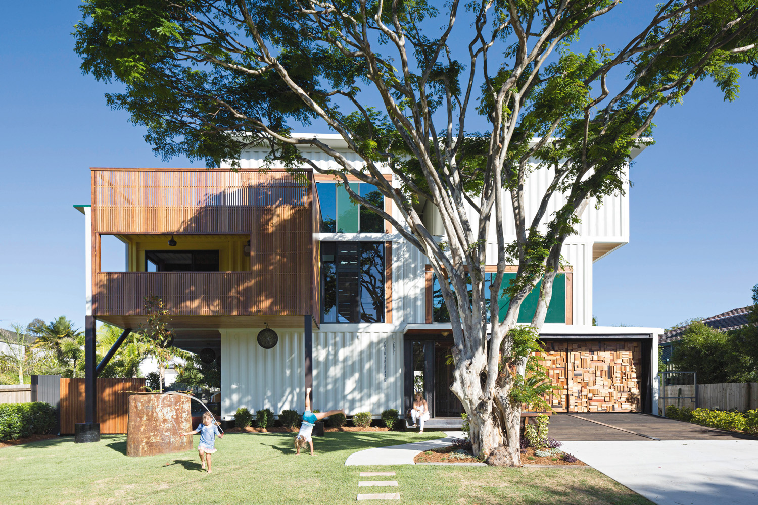 Editor 39 s pick home designs of 2015 completehome - Graceville container house study case brisbane australia ...