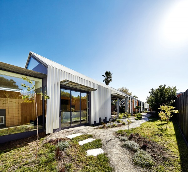 Cut Paw Paw House by Maynard Architects